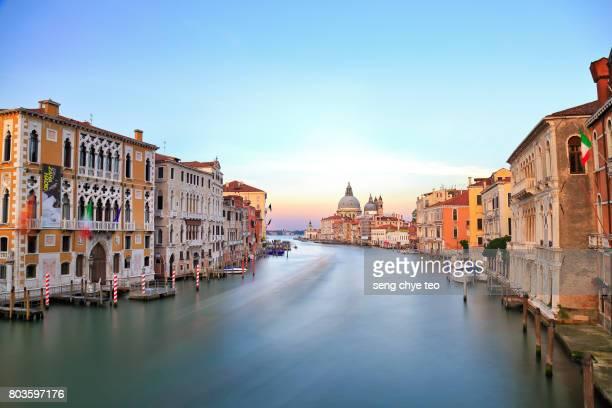 venice grand canal at sunset - canale grande venedig stock-fotos und bilder