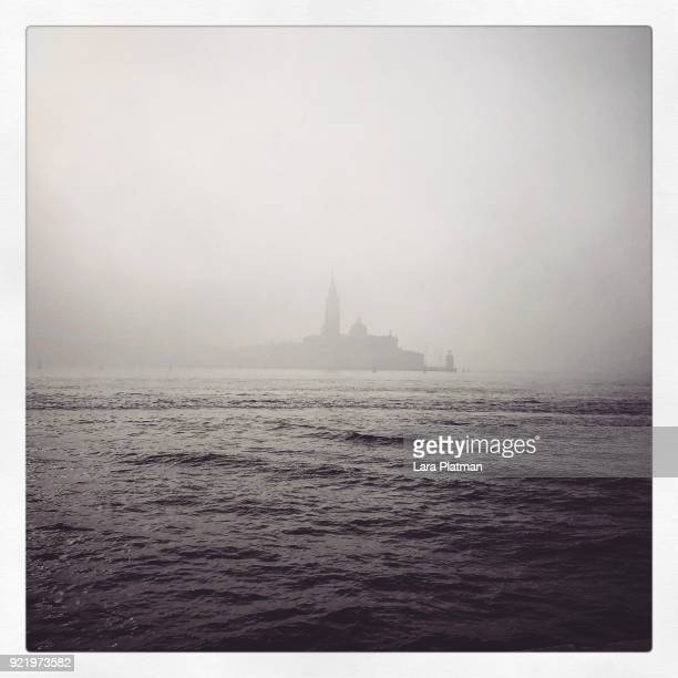 venice in the mist - lara platman stock pictures, royalty-free photos & images