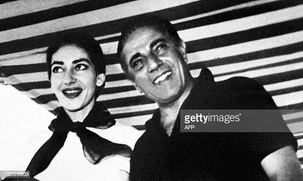 TO GO WITH AFP STORY GreceOnassispeopleexposition This file picture taken in September 1957 shows opera diva Maria Callas and Aristotle Onassis on...