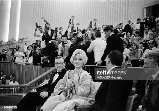 Venice Mostra 1958 4 septembre 1958 Festival international du Film de Venise Dans la salle de projection Brigitte BARDOT assiste à la projection de...