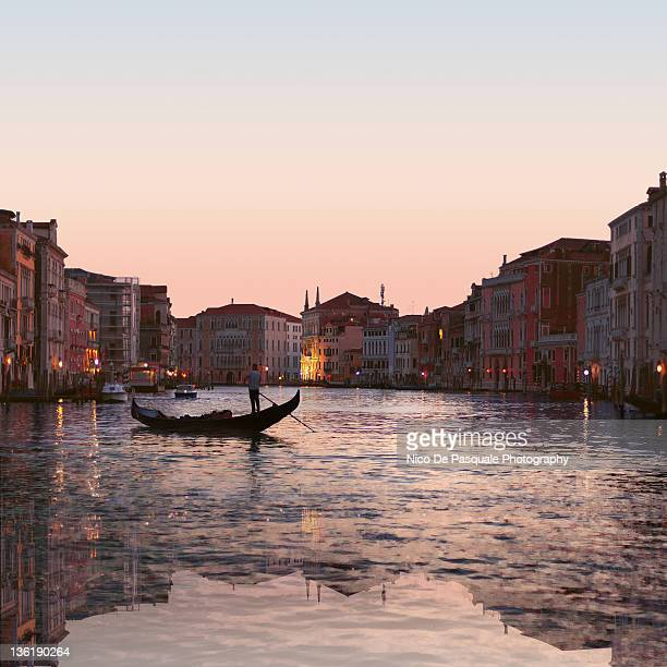 venice sunset scenery - gondel stock-fotos und bilder