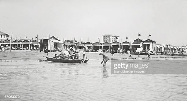the Lido with the Cabanes Around 1930 Handcolored lantern slide Venedig Der Lido mit den Cabanen Um 1930 Glasdiapositiv