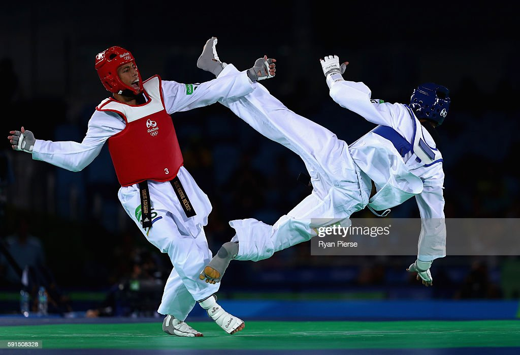 Venilton Teixeira of Brazil competes against Carlos Ruben Navarro Valdez of Mexico during the Taekwondo Men's -58kg Quarter Final contest at Cairoca Arena 3 on August 18, 2016 in Rio de Janeiro, Brazil.
