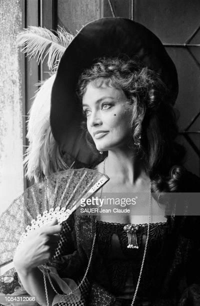 Venise Italie septembre 1976 Tournage du film 'Treize femmes pour Casanova' de François Legrand Portrait de l'actrice autrichienne Marisa MELL de...
