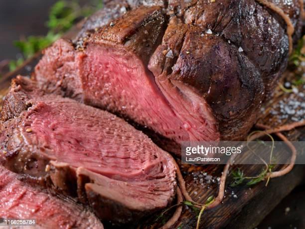 veado, assado da ponta do sirloin dos alces - carne de cervo - fotografias e filmes do acervo