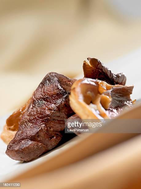 Wildbret Fleisch mit Waldpilzen