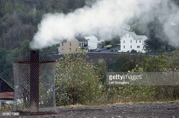 vent for underground fire in town - centralia pennsylvania foto e immagini stock