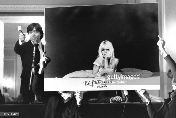 Vente aux enchères d'une série unique de photos de Brigitte Bardot prises par Ghislain Dussart au profit de la WWF à l'hôtel George V à Paris en...