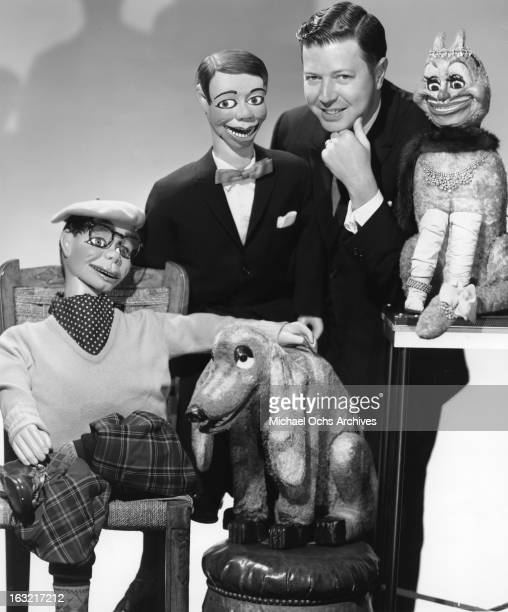 Ventriloquist Jimmy Nelson poses for a portrait with his puppets Humphrey Higsbye Danny O'Day Jimmy Nelson Ftatateeta and Farfel in circa 1952 in New...