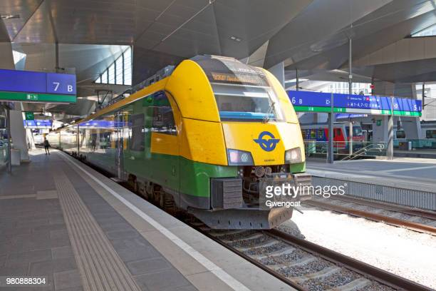 ventus in wien hbf - gwengoat stock pictures, royalty-free photos & images