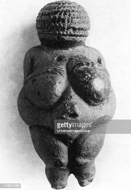 Venus of Willendorf Stone age oolitic limestone carving