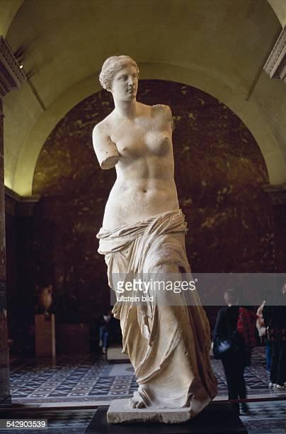 Die Ende des zweiten Jahrhunderts v Chr geschaffene Aphroditenstatue benannt nach ihrem Fundort der griechischen Insel Melos Die Statue befindet sich...