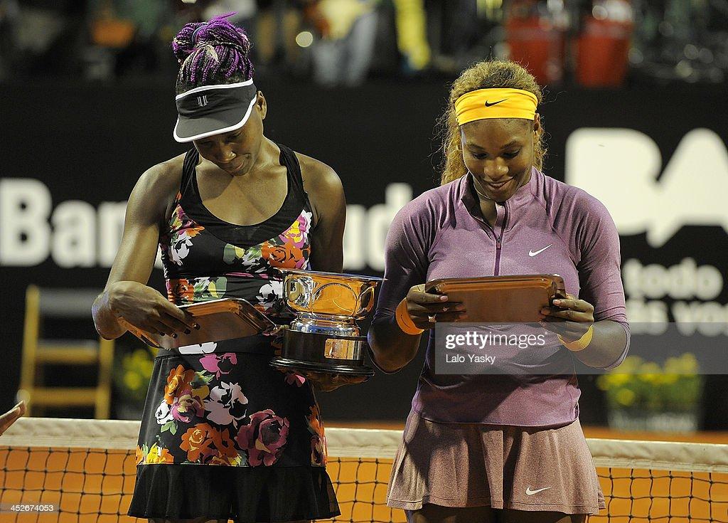 Venus and Serena Williams Exhibiton Match in Buenos Aires : Fotografia de notícias