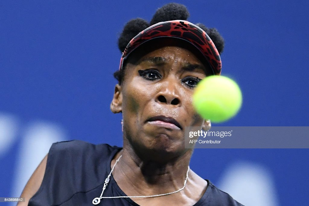Venus Williams of the US returns the ball to her compatriot Sloane Stephens during their 2017 US Open Women's Singles Semifinals match at the USTA Billie Jean King National Tennis Center in New York on September 7, 2017. / AFP PHOTO / Jewel SAMAD