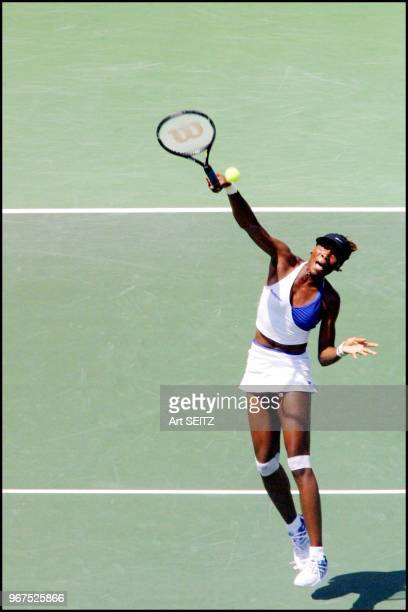 Venus Willliams crunching a short lob during the Ericsson Open 2001 final against Jenny Capriati