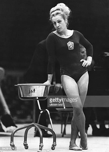 Vera CaslavskaSportlerin Kunstturnen CSSRwährend eines Wettkampfs 1966