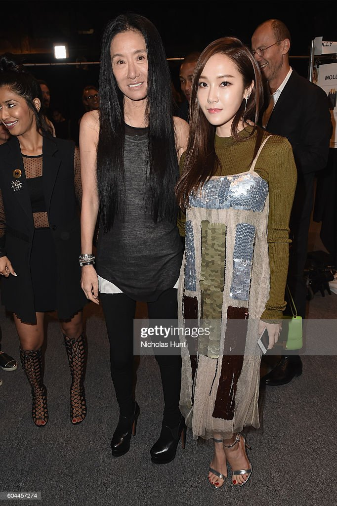 Vera Wang Collection - Backstage - September 2016 - New York Fashion Week: The Shows : News Photo