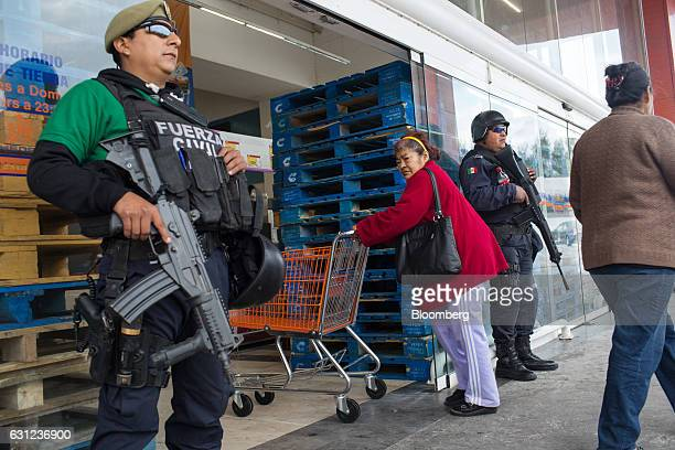 Veracruz state police stand guard outside the entrance of a Chedraui SA store following looting in Veracruz City Mexico on Sunday Jan 8 2017 Mexico's...