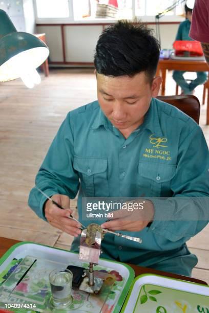 Verarbeitung Muscheln Perlenfarm HalongBucht Vietnam