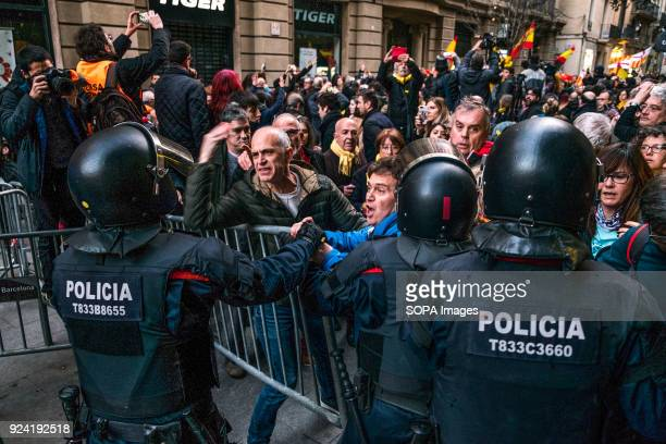 Verbal confrontation between police and Catalan proindependence supporters because of the presence of Spanish unionism sympathizer Hundreds of...