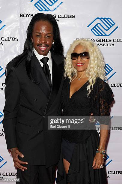 Verdine White and his wife Shelly ClarkWhite appear on the red carpet to honor Earvin Magic Johnson at the 2010 Heroes and High Hopes Dinner...