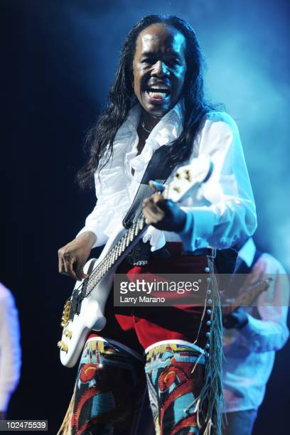 Verdine White of Earth Wind & Fire performs at Hard Rock Live! in the Seminole Hard Rock Hotel & Casino on June 27, 2010 in Hollywood, Florida.