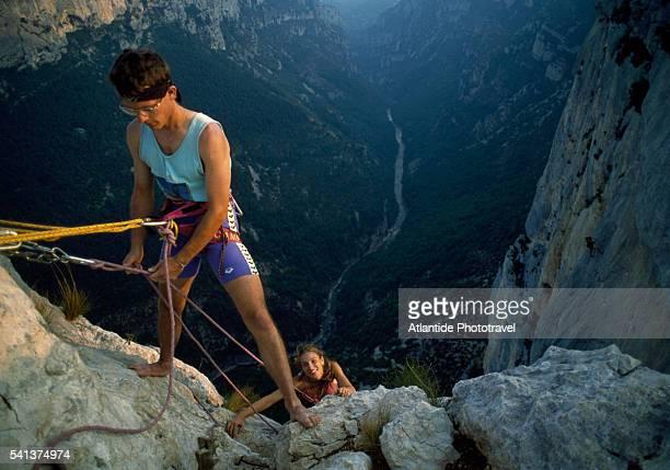 Verdon Regional Natural Park, Gorges of Verdon, Climber over Verdon Canyon
