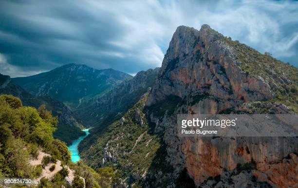 verdon river and mountains, alpes de haute provence, france - gorges du verdon photos et images de collection