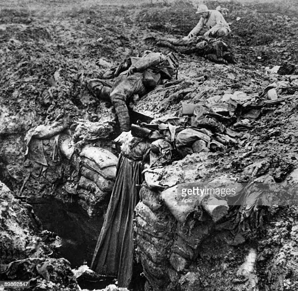 Verdun battle 1916 a soldier looking bodies of dead soldiers
