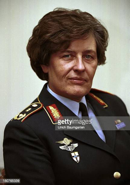 Verena von WEYMARN first woman in the history of the German military who got promoted to the rank of surgeon general of the Bundeswehr