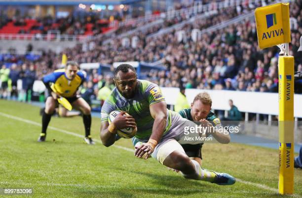 Vereniki Goneva of Newcastle scores a try during the Aviva Premiership match between London Irish and Newcastle Falcons at Madejski Stadium on...