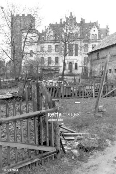 Verfallen liegen Gebäude und Gärten um das Schloss Gneisenau im Ortsteil Sommerschenburg im Grenzgebiet an der innerdeutschen Grenze zwischen...