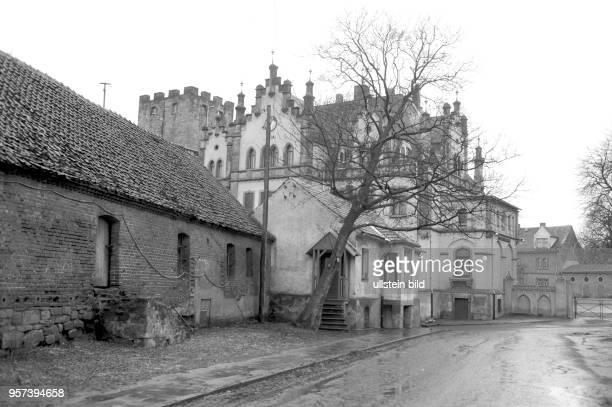 Verfallen liegen Gebäude und Schloss Gneisenau im Ortsteil Sommerschenburg im Grenzgebiet an der innerdeutschen Grenze zwischen Sachsen-Anhalt und...