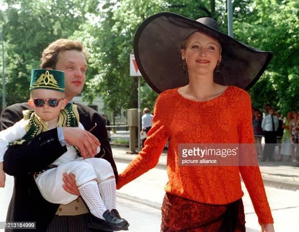 Vergangenes Glück? Prinzessin Marie-Louise zu Schaumburg-Lippe, Ehemann Prinz Alexander und Sohn Heinrich Donatus . Die einstige Traumehe zwischen...