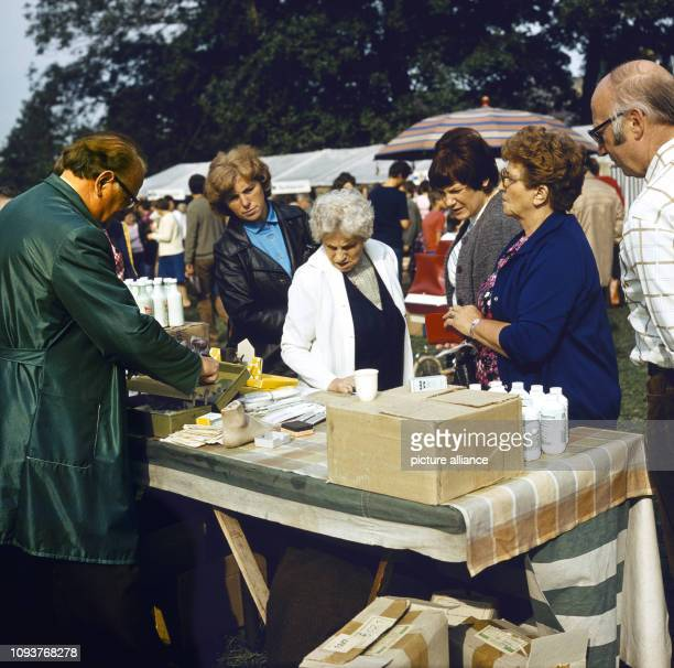 Verkauf von Putzmitteln an einem Stand auf dem Dittersbacher Jahrmarkt einer der größten BauernJahrmärkte im Bezirk Dresden aufgenommen am Der Markt...
