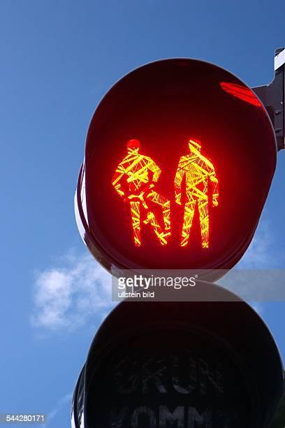 Verkehrsampel rotes Licht an einer Radfahrer und Fussgänger Ampel