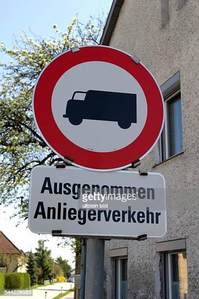 Verkehrsschild für LKW Durchfahrt verboten, Anlieger frei