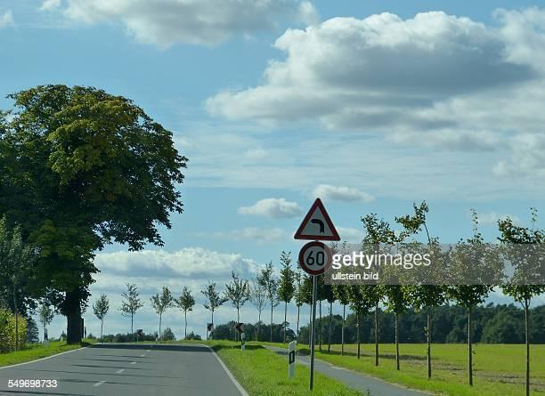 Verkehrsschild Geschwindigkeitsbegrenzung auf der Landstrasse