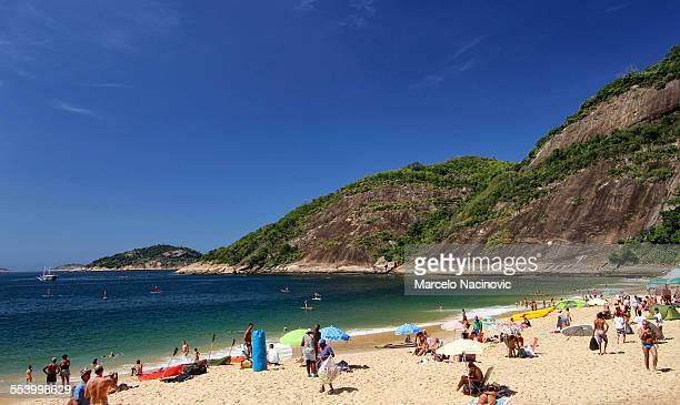 vermelha beach in rio de janeiro - marcelo nacinovic stock pictures, royalty-free photos & images