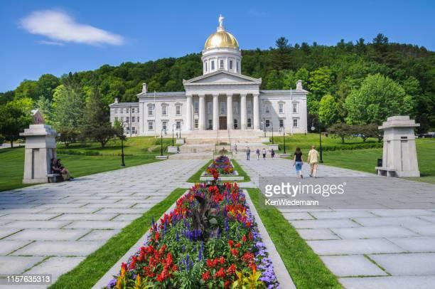 vermont capitol bloembedden - montpelier vermont stockfoto's en -beelden