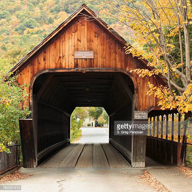 vermont covered bridge - covered bridge stock photos and pictures