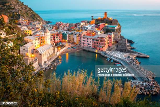 vernazza, cinque terre, liguria, italy - cinque terre stock pictures, royalty-free photos & images