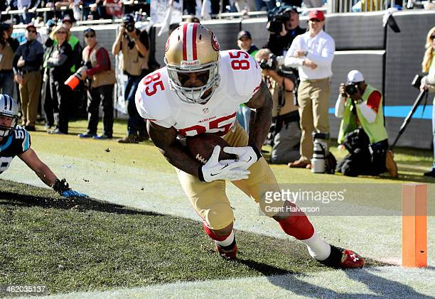 Vernon Davis of the San Francisco 49ers catches a touchdown in the second quarter against the Carolina Panthers during the NFC Divisional Playoff...