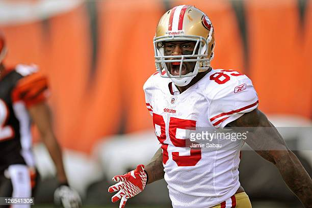 Vernon Davis of the San Francisco 49ers celebrates a long pass reception against the Cincinnati Bengals at Paul Brown Stadium on September 25 2011 in...