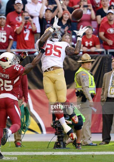Vernon Davis of the San Francisco 49ers makes a leaping catch against the Arizona Cardinals at University of Phoenix Stadium on December 29 2013 in...