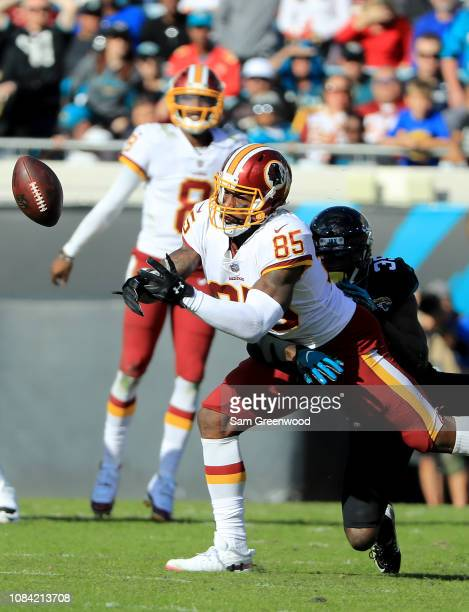 Vernon Davis of the Washington Redskins attempts to make a reception against Tashaun Gipson of the Jacksonville Jaguars during the game at TIAA Bank...