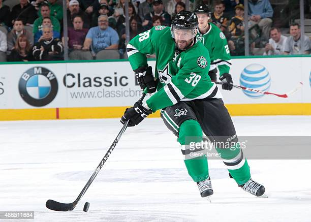 Vernon Fiddler of the Dallas Stars handles the puck against the Pittsburgh Penguins at the American Airlines Center on March 19 2015 in Dallas Texas