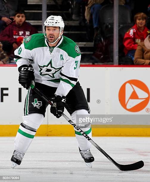 Vernon Fiddler of the Dallas Stars waits for the faceoff against the New Jersey Devils on January 22016 at Prudential Center in Newark New Jersey