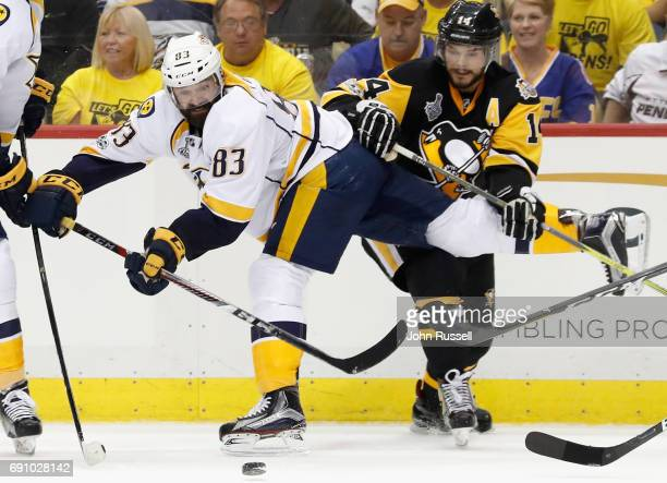 Vernon Fiddler of the Nashville Predators gets tangled with Chris Kunitz of the Pittsburgh Penguins during the second period of Game Two of the 2017...