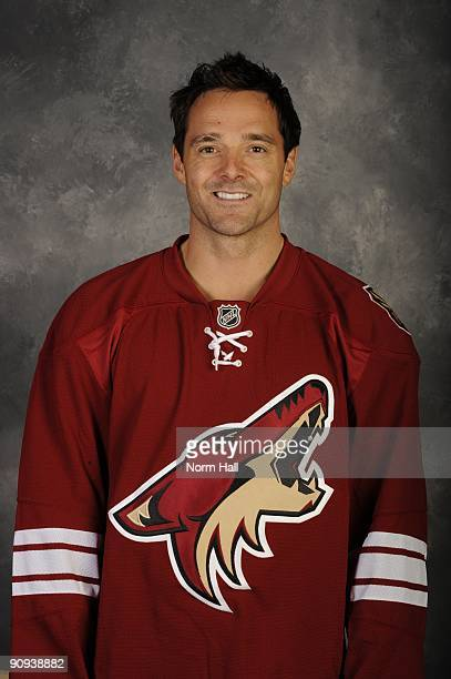 Vernon Fiddler of the Phoenix Coyotes poses for his official headshot for the 20092010 NHL season